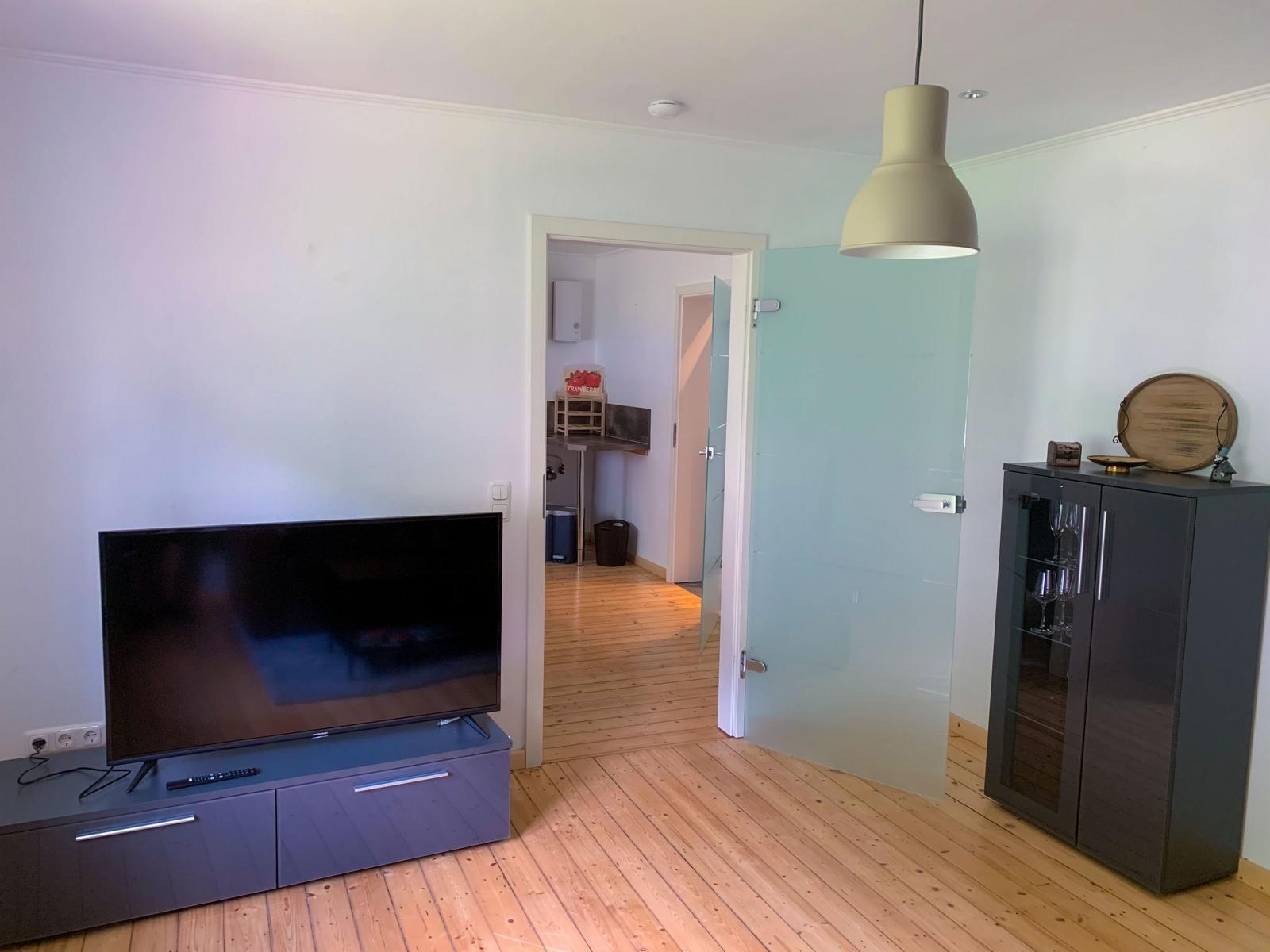 wohnzimmer-mit-fernsehen-1